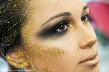 creative-gold-makeup-Nouvelle-Mac-fashion