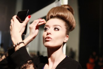 backstage-fashion-moda-makeup-trucco-hair-acconciatura
