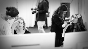 backstage-fashion-show-makeup-trucco-moda