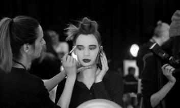 backstage-show-hair-capelli-makeup-trucco-moda-fashion