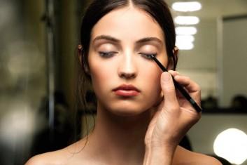 backstage-trucco-occhi-makeup