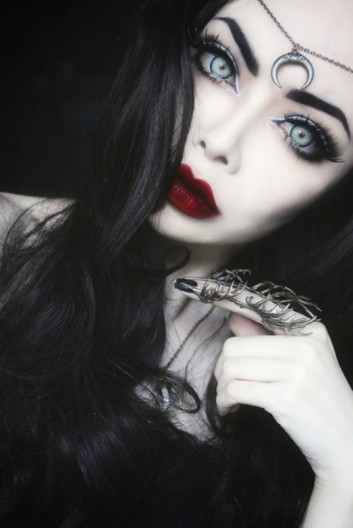 beauty-dark-makeup-trucco-eyes-occhi-carnevale