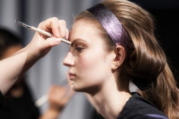 beauty-fashion-backstage-makeup-trucco-moda-dettaglio