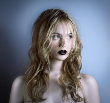 black-nero-labbra-lips-trucco-makeup-capelli-hair