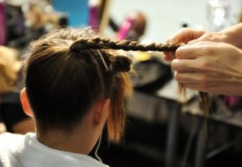 details-dettagli-acconciatura-treccia-backstage-hair-capelli-fashion-moda