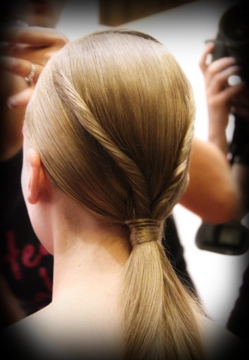 fashion-backstage-hair-capelli-intreccio-plot