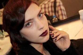 fashion-backstage-makeup