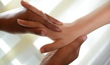 hand-mano-massage-massaggio