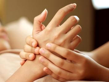 hand-massage-massaggio-mani