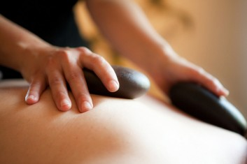 hot-stone-massage-massaggio-beauty