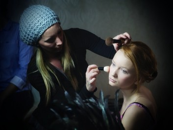 fashion- makeup-backstage