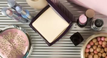 makeup-specchio-trucco-ritoccare