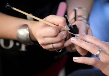 nail-painting-backstage-fashion