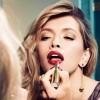 ragazza-girl-makeup-trucco-specchio-mirror-red-rosso-labbra-lips-rossetto-lipstick