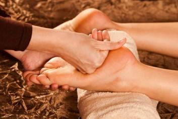 thai-massage-massaggio-foot-piedi