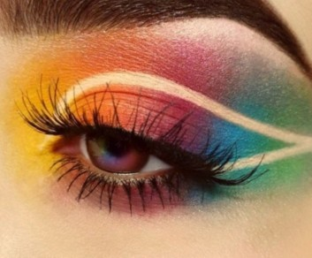 trucco-makeup-grafico-graphic-ciglia-finte-false-lashes-eyeliner